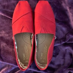 Toms red canvas women's classic size 8, New